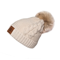 Women´s beanie with pom and a leather label Sparta