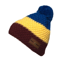 Beanie knit tricolor with leather label